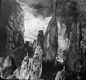 """Grotte de Gargas"" by Félix Régnault (Born in 1847 - Dead in 1908). Licensed under Public domain via Wikimedia Commons - http://commons.wikimedia.org/wiki/File:Grotte_de_Gargas.jpg"